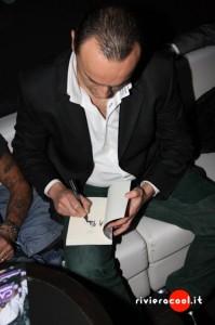 Properzi autografa il romanzo Apologia del piano B